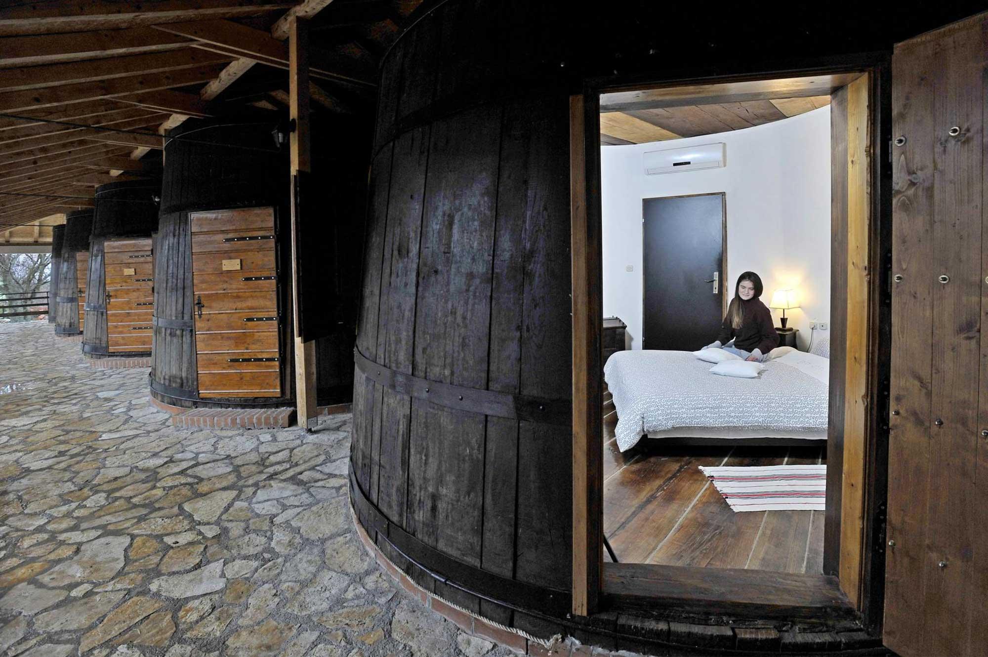 Veličina (ni)je bitna - Najmanji apartmani i kuće za odmor na svijetu Agroturizam Duvančić sobe-bačve