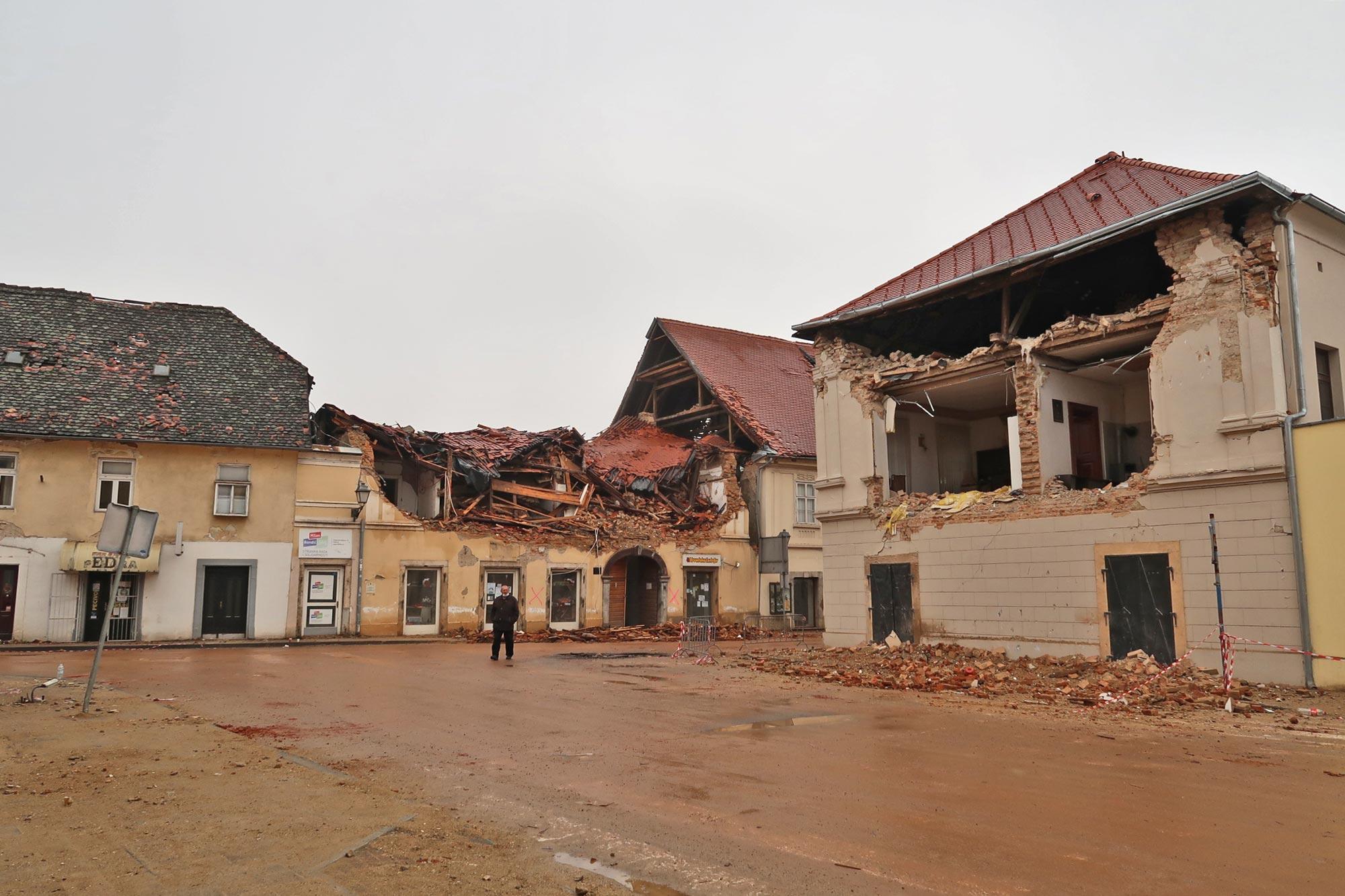 Centar Petrinje poslije niza potresa