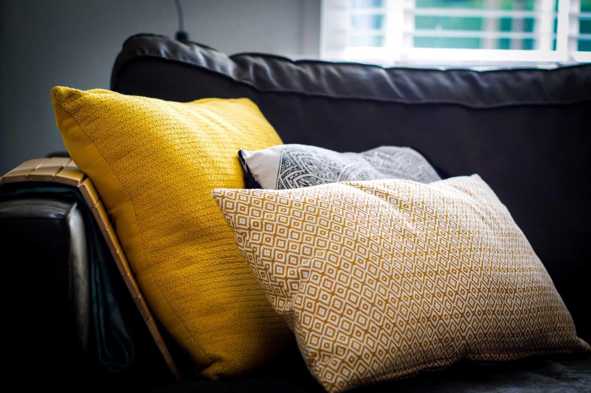 ukrasni jastuci za dnevni boravak
